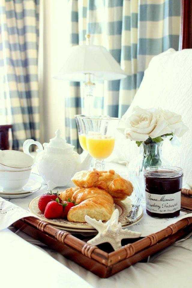 Best 25 romantic breakfast ideas on pinterest leftover for Easy breakfast in bed ideas