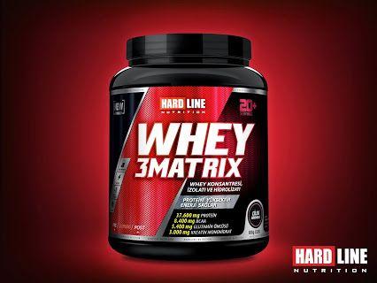 WHEY 3MATRIX Beslenme şekliniz ne olursa olsun, protein alınması gereken en önemli besin öğesidir. Özellikle spor yapanlarda kas dokularının oluşması için protein gereklidir.  Yeterli protein olmadığında kas oluşumu bir kenara, kas yıkımı meydana gelir (katabolizma). Et ürünleri ne kadar protein ihtiva ederse etsin, günlük almanız gereken protein ihtiyacını tamamen gıdalardan tamamlamanız mümkün değil. İşte bu sebeple birçok markanın protein tozları rafların en başında yerini alır.