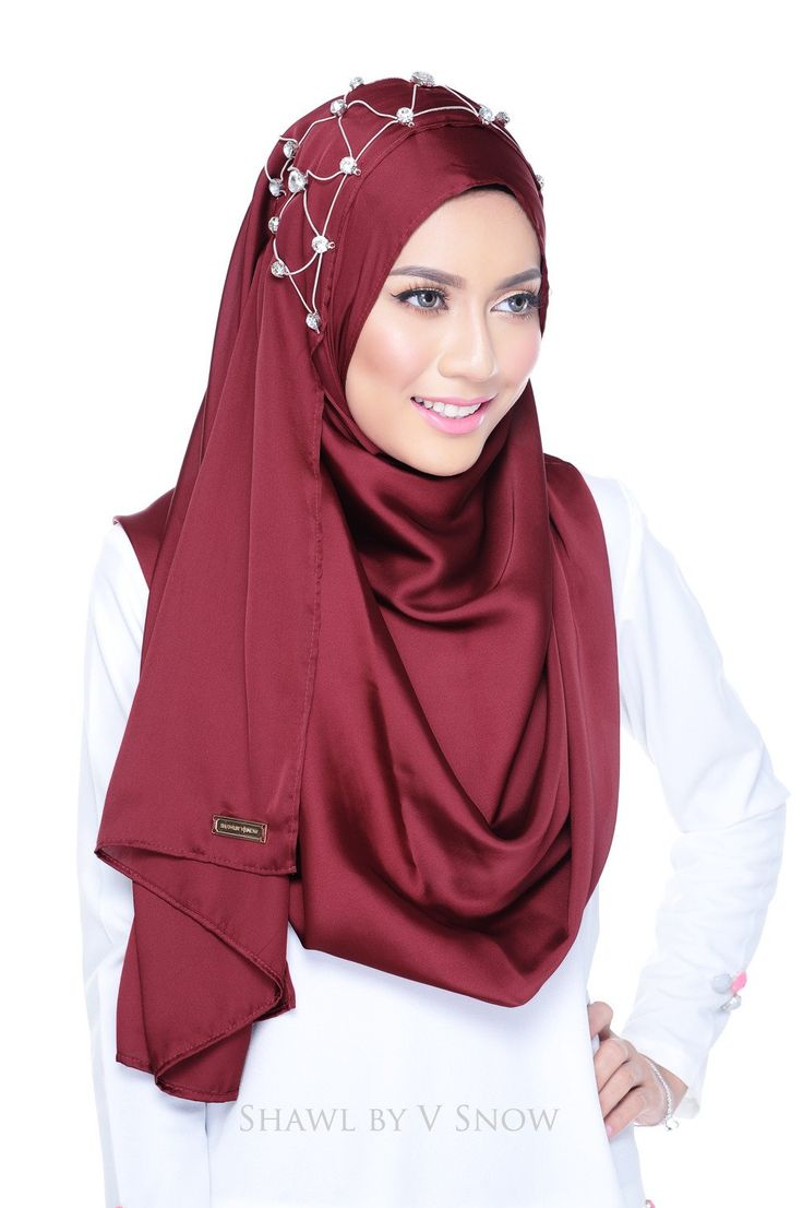 Tiara Instant Scarf in Burgundy Red
