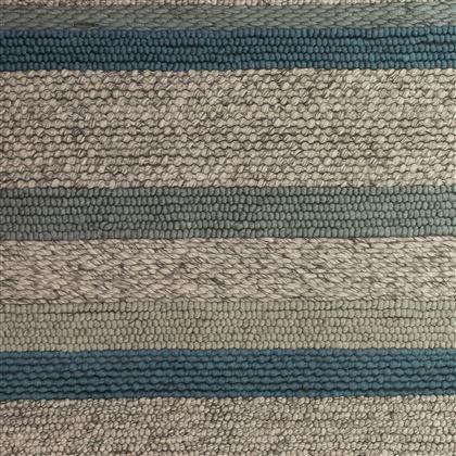 De harten van liefhebbers van Scandinavisch design gaan vast sneller kloppen bij het zien van dit geweldige Selected Tavira Vloerkleed. De natuurlijke tinten en verschillende knopen zorgen voor een subtiele afwisseling. Hij is handgemaakt van wol.