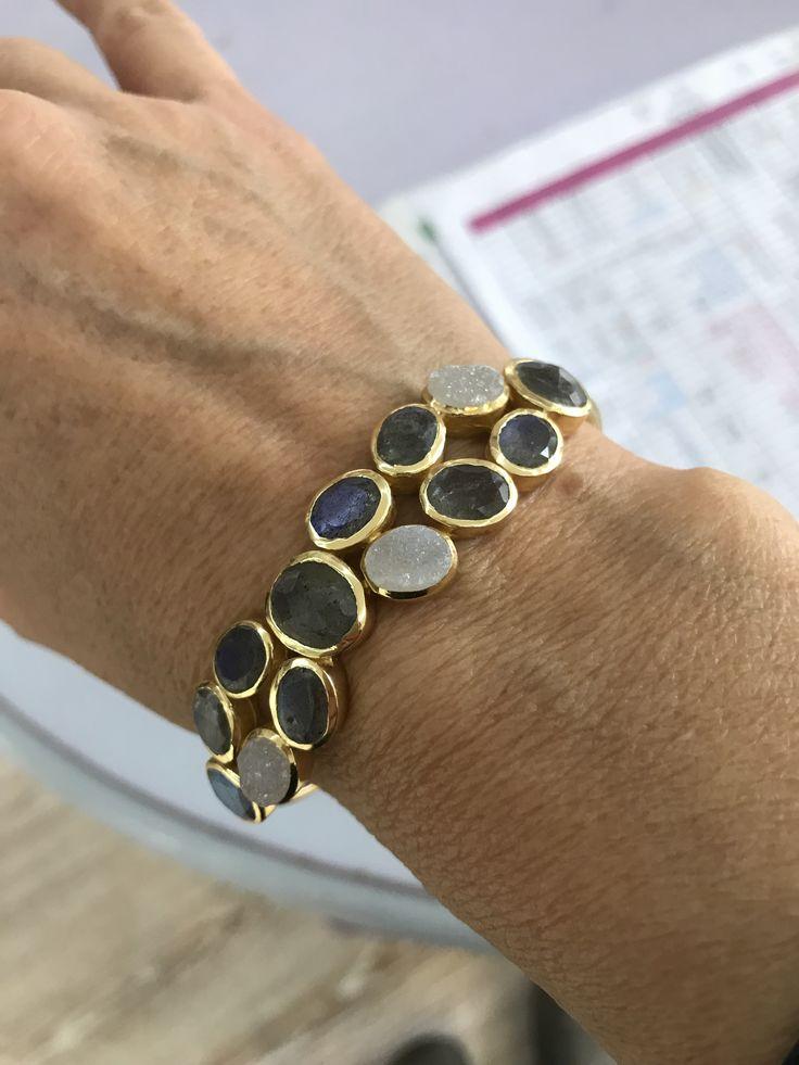 Bracelet with labradorit and moon stones
