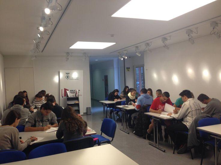 Avui visita de una classe de 4t d'ESO de l'Institut El Castell, han aprés a com citar correctament la bibliografia. #Esparreguera