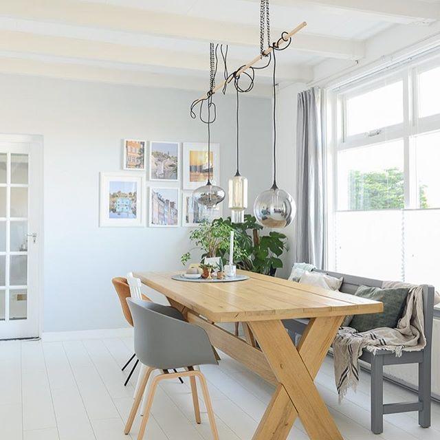 """SALE - Maak ik jou blij met mijn eiken houten eettafel? 200x98cm € 500 ipv €995 ( -50%) Bij interesse : Ga naar @bintihomesale en schrijf """"verkocht"""" onder de foto en zélf uiterlijk 24 februari ophalen in de Bollenstreek ( Adres via DM ) #sale #homesale #wonen #home #interieur #wooninspiratie #tafel #eiken #oak #table #verkoop"""