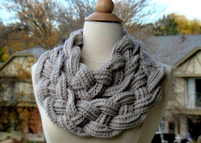 Easy crochet twisted scarf