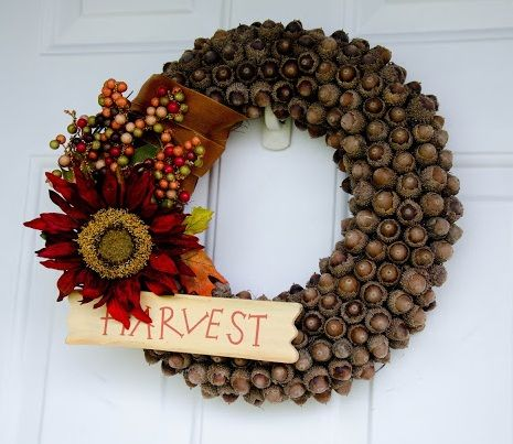 Best 25 acorn wreath ideas on pinterest acorn crafts for Acorn decoration ideas