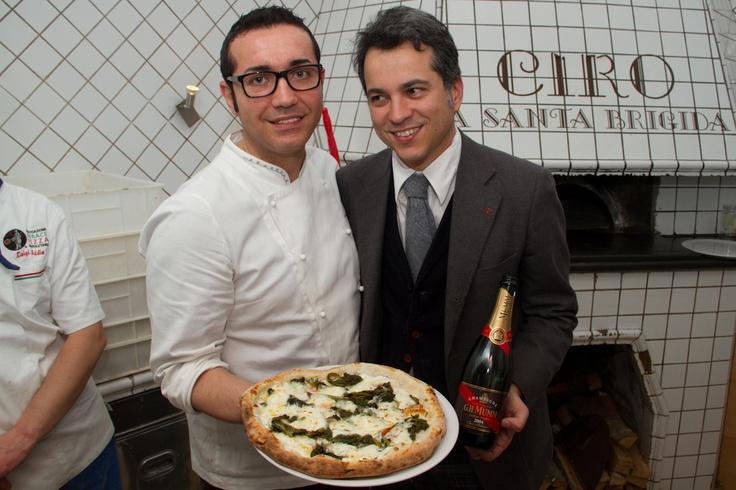 Pizza con ricotta di bufala, torzelle, pomodorini di Corbara e provola di bufala & G.H. Mumm Millésimé 2004. Gino Sorbillo (Sorbillo)