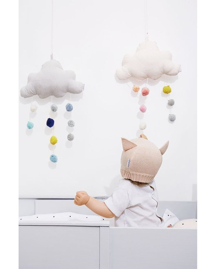 les 25 meilleures id es de la cat gorie mobile nuages sur pinterest mobiles en feutre nuages. Black Bedroom Furniture Sets. Home Design Ideas