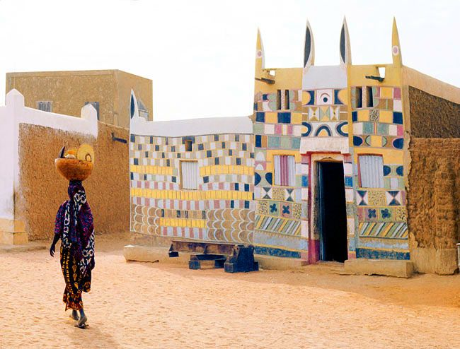 What incredible #patterns on this house in. Agadès, Niger.