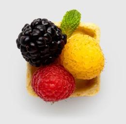 Fruute: Food Desserts, Minis Tarts, Desserts Tarts, Berries Minis, Berries Tarts, Vanilla Custard, Fruit Tarts, Three Berries, Minis Pastries