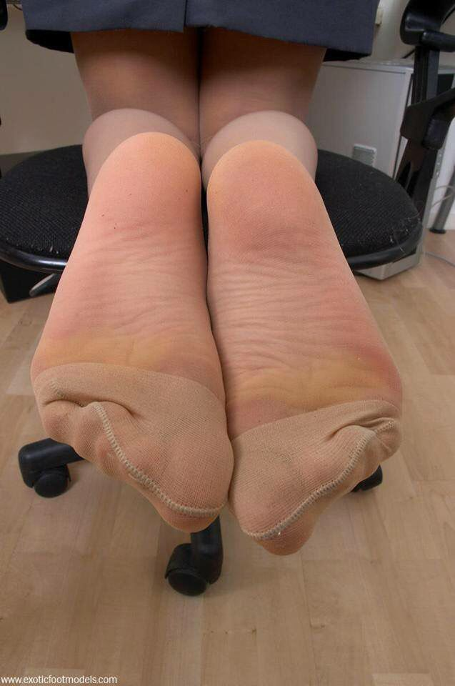 Cum on my pantyhosed feet pics 720