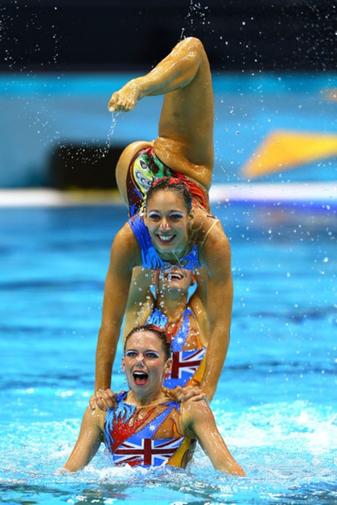 i can do this!!(i am a synchronized swimmer) like if you belive me!!!!!