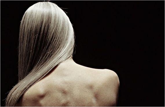 Quem tem os cabelos brancos está sempre procurando formas de cuidar, cobrir ou disfarçar. Cada mulher tem um estilo e assume os brancos ou não. - Veja mais em: http://www.vilamulher.com.br/cabelos/tratamentos/cabelos-brancos-fazer-luzes-ou-usar-tintura-31429.html?pinterest-destaque