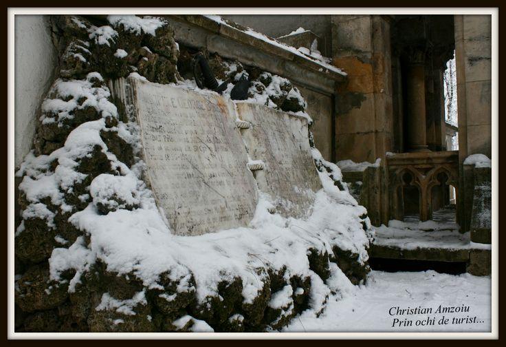 Mogosoaia Palace near Bucharest, Romania.   http://prinochideturist.wordpress.com/2013/01/21/palatul-mogosoaia-in-miez-de-iarna/