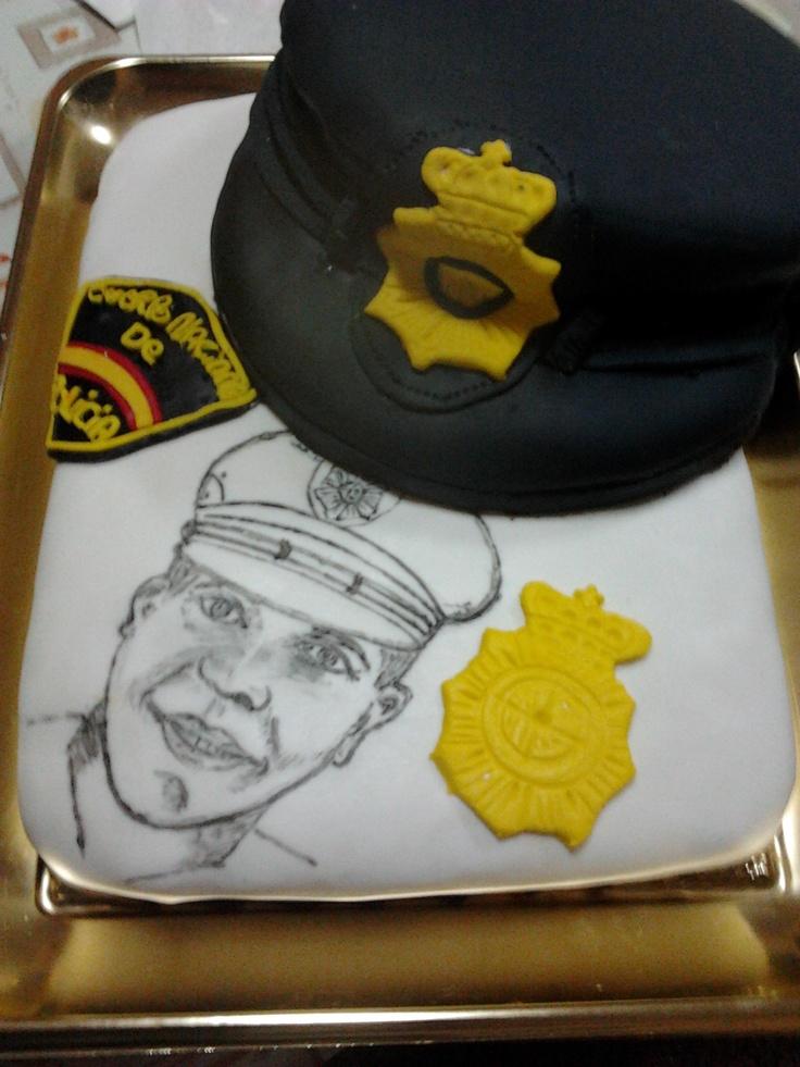 tarta personalizada........motivo de empleo de Policía Nacional