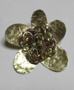 καρφιτσα μαργαριτα μπρουτζος μεταλλικα κοματια μπρουτζος χαλκος αρζαντο υγρο γυαλι 6,5 Χ 6
