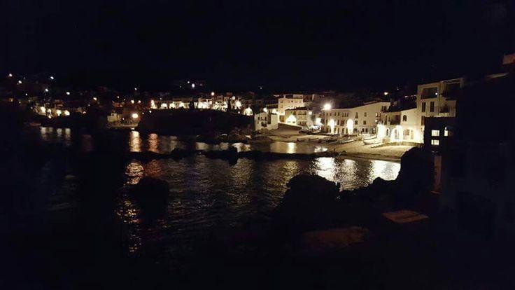 Some super night shots from some of the lovely costal towns on our part of the Costa Brava.  Un ve de gust fer un volt de vespre pel camí de ronda de Calella de Palafrugell a Llafranc? Bona nit!   ¿Os apetece dar una vuelta de noche por el camino de ronda de Calella de Palafrugell a Llafranc? ¡Buenas noches!  Pictures by: Turisme Palafrugell -  https://www.facebook.com/turisme.palafrugell/posts/10154071269981990 - Camí de Ronda - Baix Empordà Turisme - Costa Brava Pirineu de Girona - Més…