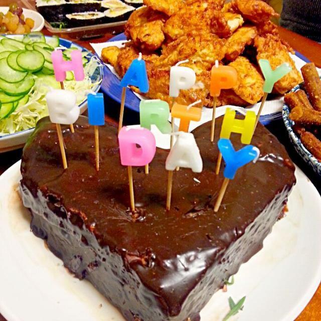 X'masイブが誕生日のボンが当日いないので 昨晩Birthdayイブパーティ  チョコガナッシユケーキ のり巻き とり天 胡瓜とキャベツのさらだ ゴボウのスパイシーなヤツ 味噌すーぷ 銀しゃり(ボンはこれがないとあかんねん) 三つ葉のパリパリ 色々お豆さんの甘煮 - 54件のもぐもぐ - Birthdayイブパーティ~ボンが19歳になりました by marbure