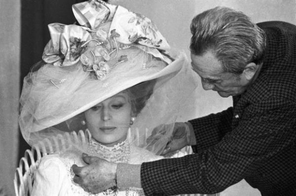 Death in Venice - director Visconti adjusts the veil on hat of Silvana Mangano (1971)