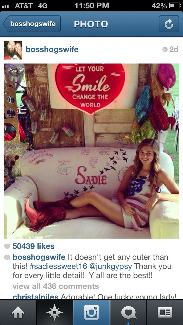 Love the couch idea redneck red carpet party for Sadie from Duck Dynasty