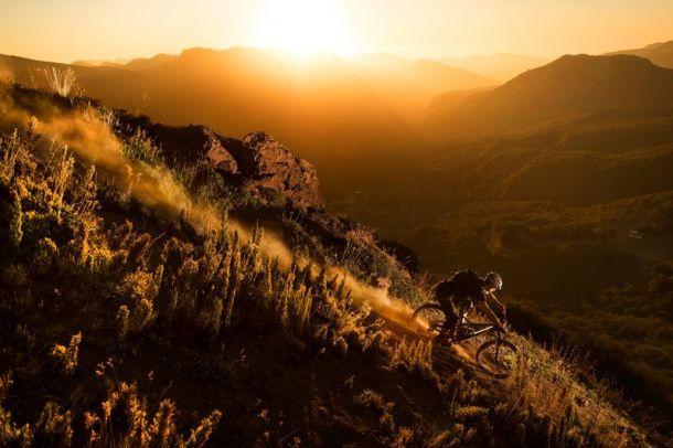 Велосипедные парки отлично подходят для оттачивания навыков. Но, красота катания на горных велосипедах в том, что этим можно заниматься в потрясающих живописных местах. В глуши, вдали от всей толпы. Топ главных направлений для бесстрашного байкера. 1. Бали, Индонезия Что тут? Вулканы, нетронутые пляжи и тропические леса. Лучший сезон: с апреля по сентябрь. Где кататься? От …