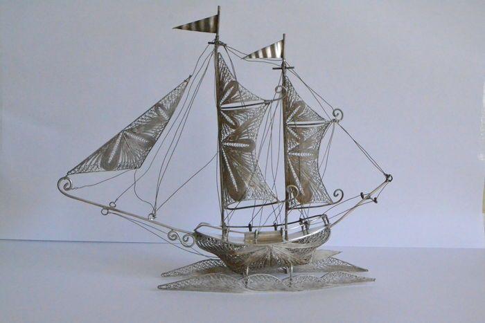 Online veilinghuis Catawiki: Zilveren filigraan tweemaster zeilboot, 1e helft 20e eeuw