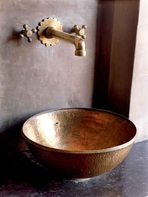 hammered sink, brass fittings