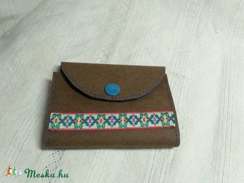 Kraft papír és  gyapjúfilc kártya-, igazolvány-, és bérlettartó (kicsicsip) - Meska.hu