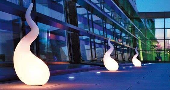 Spectaculaire de part sa forme et ses dimensions, cette lampe à poser unique en son genre, apporte du fun aux espaces qu'elle occupe.