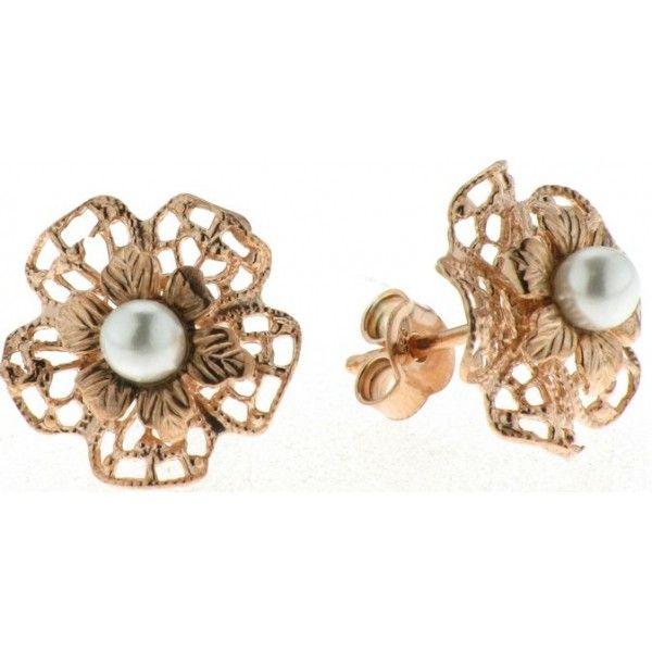 Pendientes de plata de primera ley con forma de flor de 5 petalos y 1,3 cm de diametro, chapados en oro rosa, tallados, con una perla de 3 mm de diametro en su centro y cierre de presion