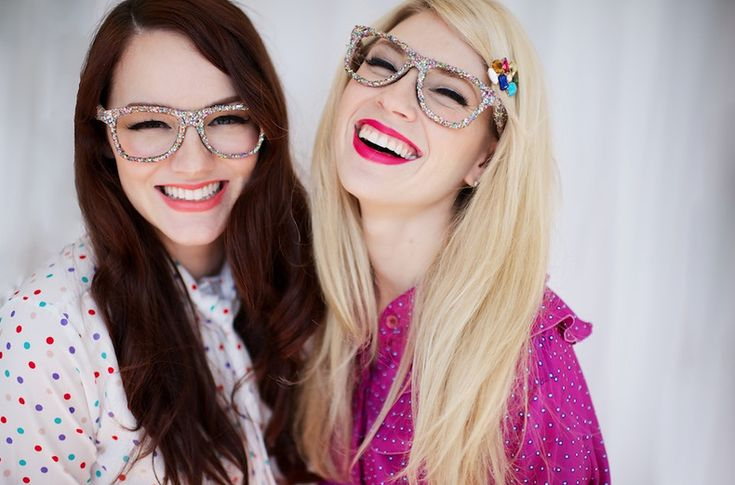 Brooke White from American Idol and Summer Bellessa from Amber Alert and ELIZA Magazine. The Girls With Glasses Show.