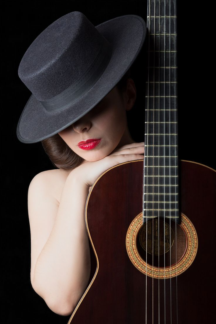 Guitar body - Iconic portrait of an Andalusian woman, symbolising the union between Flamenco music and beauty.