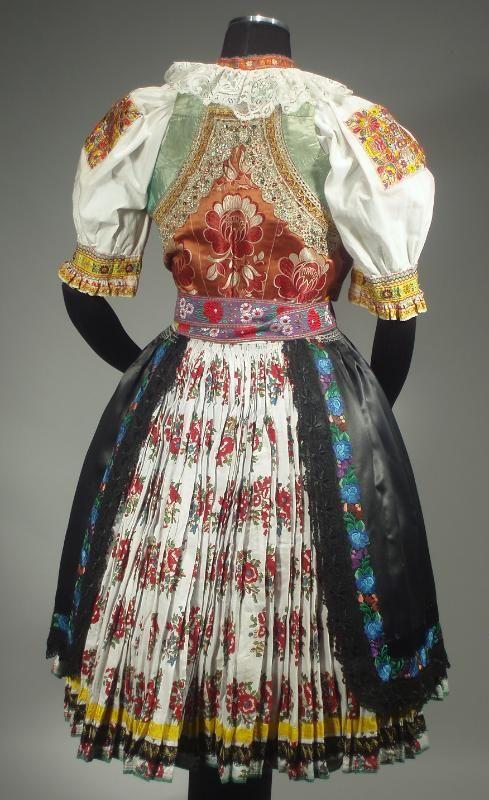 slovak-folk-costumes:  Šoporňa village, Považie region, Western Slovakia.