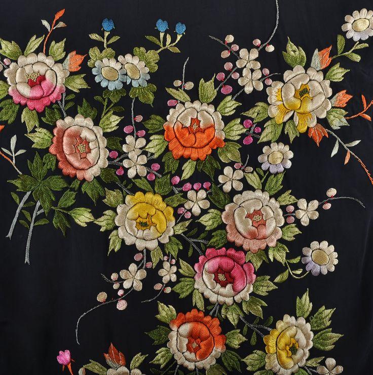 30s - 40s Kimono // Vintage Lavishly Embroidered Japanese Kimono Robe