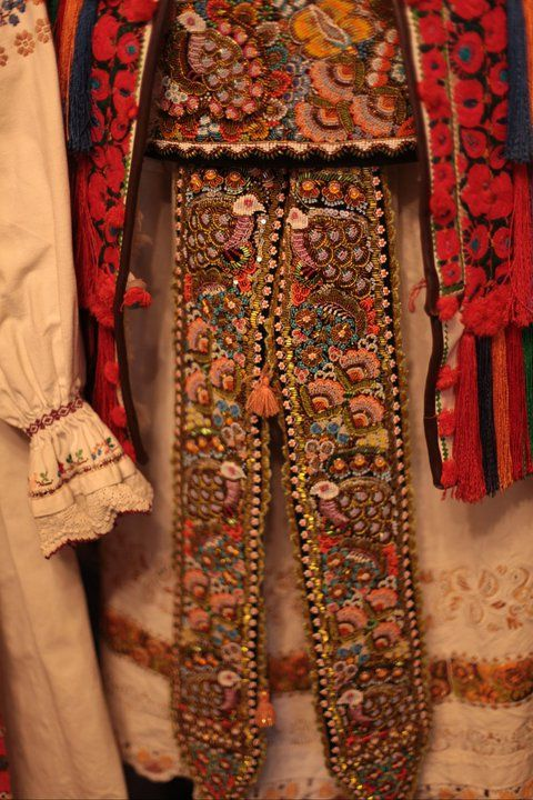 #romanian #costume #traditional #motifs