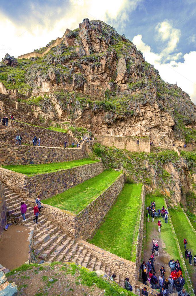 The archeological site of #Ollantaytambo is located in #Urubamba, #Cusco. It is been said that this place, during the time of the conquest, served as a fort to Manco Inca Yupanqui, a leader of the inca resistant. // El parque arqueológico de Ollantaytambo está ubicado en la provincia de Urubamba, en Cusco. Se dice que este lugar, en la época de la conquista, sirvió como fuerte de Manco Inca Yupanqui, un líder de la resistencia inca.