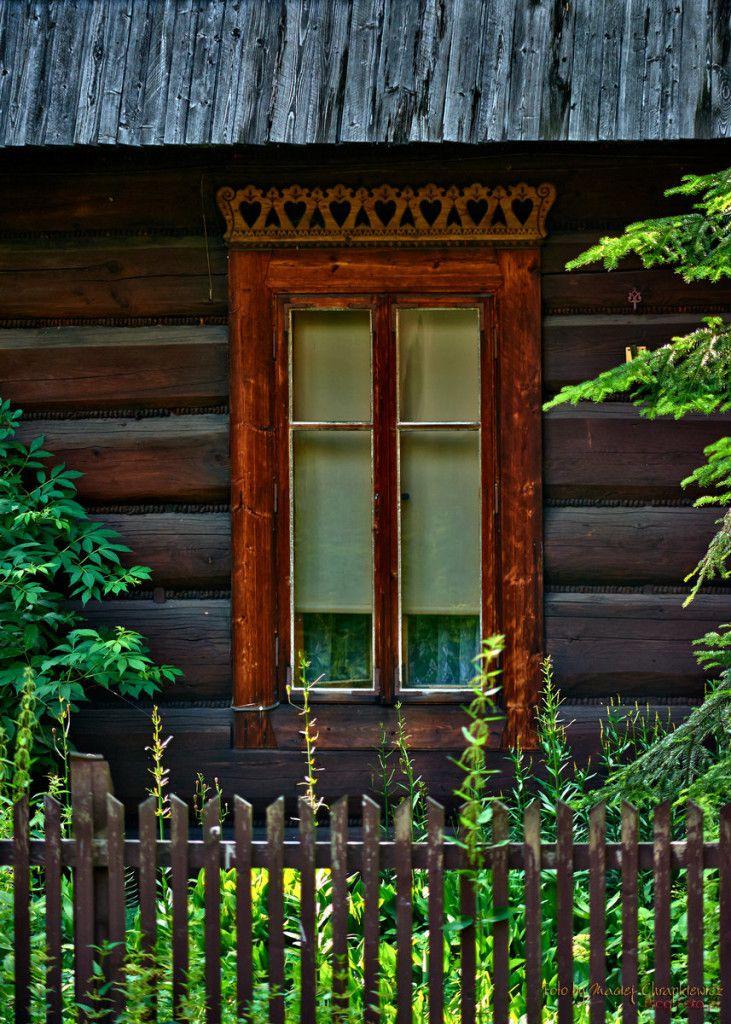 Zakopane - drewniany dom i okno