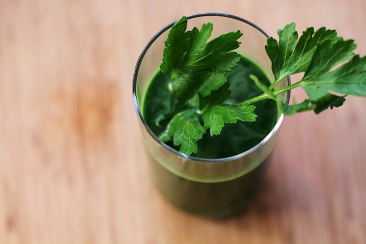 A blog you can't miss:  juicing, green smoothies, recipes oh my