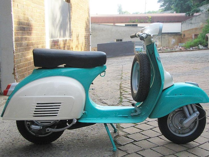 Vespa 1964 restored and painted by PAZ.