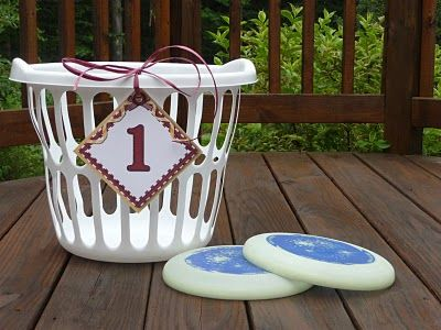 Frisbee Golf How To With Printables  My hubby is a huge fan of frisbee golf, but we rarely head across town to where the course is laid out. This will make it much easier to play it wherever it's convenient!