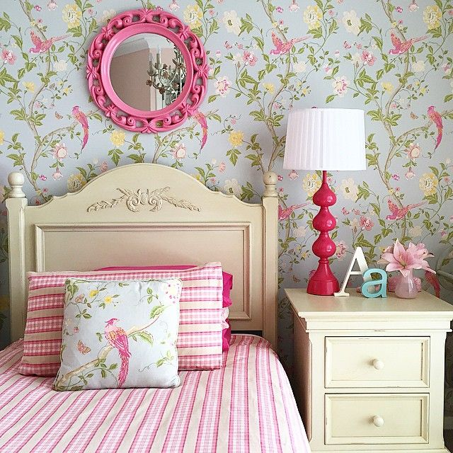 little girls bedroom laura ashley summer palace pink and florals mumlittleloves - Floral Wallpaper Bedroom Ideas