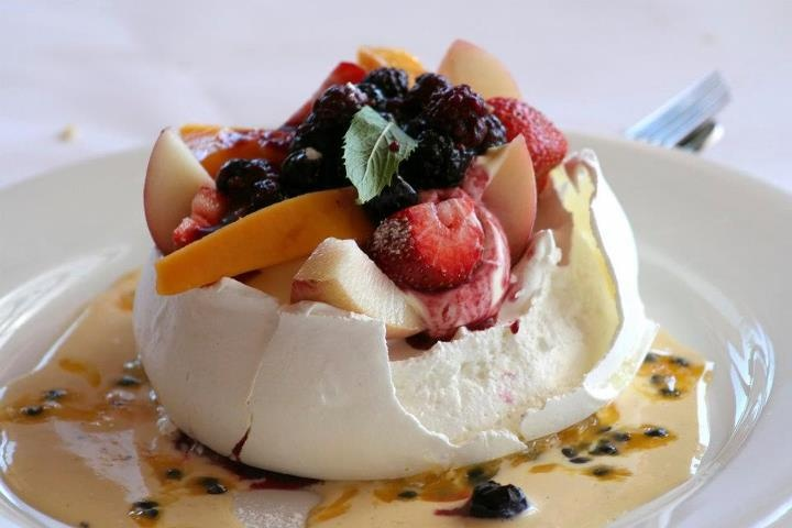 Meringue with fruit / Beza z owocami