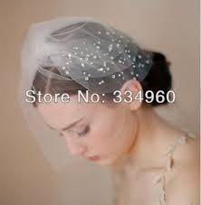 Risultati immagini per capelli corti con velo matrimonio