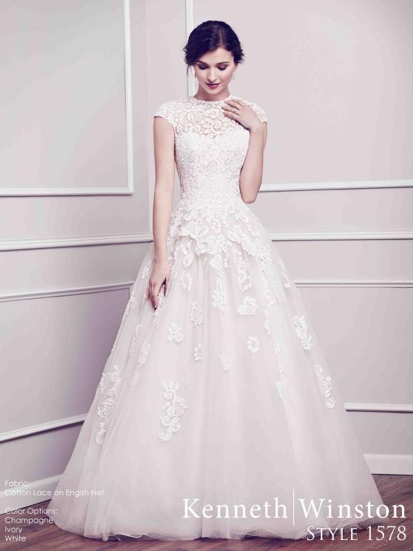 Csupa csipke, A-vonalú menyasszonyi ruha, a romantika szerelmeseinek! #lace #weddingdress #princess #eskuvoiruha #csipke