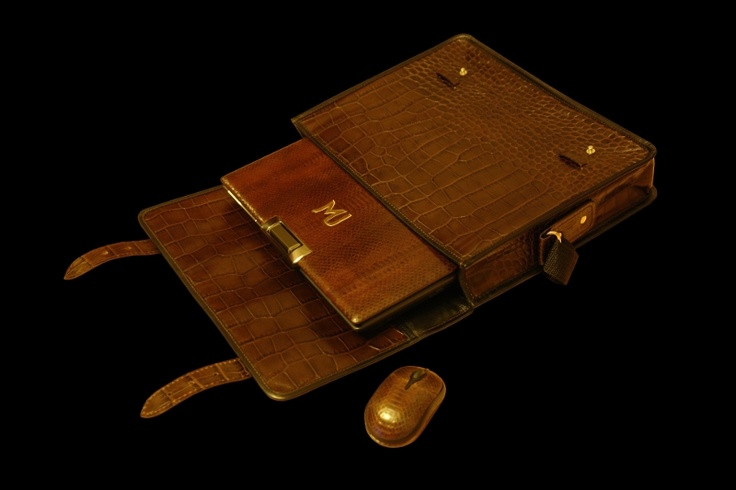 MJ Notebook Leather SeaSnake MJ 009 Bag1. The laptop and mouse from skin of the sea serpent, inlaid with gold of the 888th alloy and diamonds. A bag from skin of an alligator. http://exclusive-mj.com/en