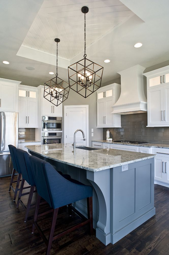 custom cabinetry, kitchen cabinets, shaker style, crown molding, panel ends, panelized ends, custom corbels, glass front cabinets, custom paint color