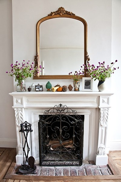 Fireplace inspiration: large mirror, vases, and zoo.