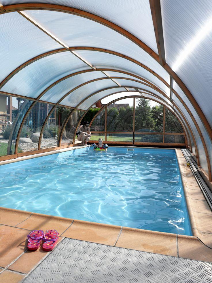 Vnitřní prostor zastřešení bazénu krytem UNIVERSE.