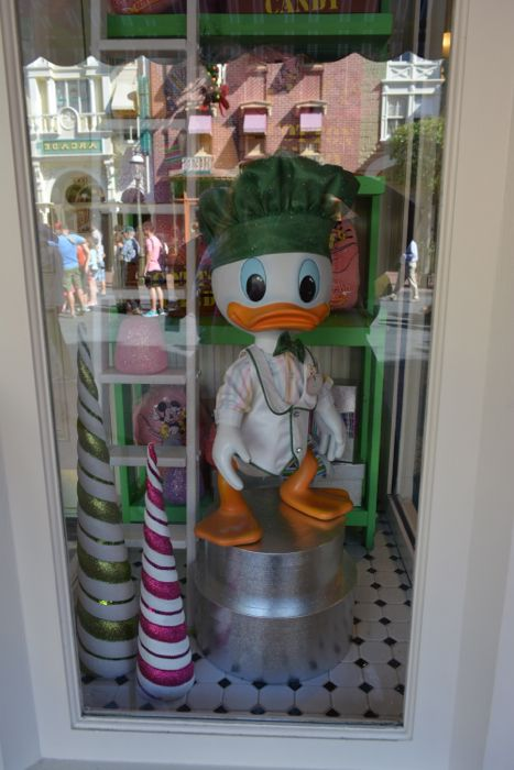 MouseSteps - Christmas Decorations Arrive to Magic Kingdom 2014 Including Garland Replacement (100 Photos)