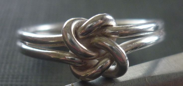 Let me introduce the silver double knot ring.