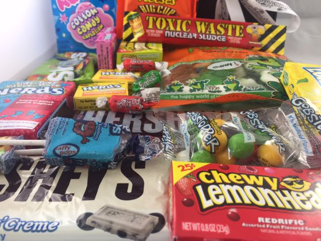 Our bumper american sweet hamper is full of classic american sweets and american candy available in the UK. These are great for christmas gifts and full of fantastic american sweets including: Toxic Waste, Airheads, Laffy taffy, Lemonheads, Pop Rocks, Hersheys Chocolate, Cookies and Cream, Jelly Belly, Cotton Candy, Nerds, Charleston Chew, Wonka Gob Stopper.